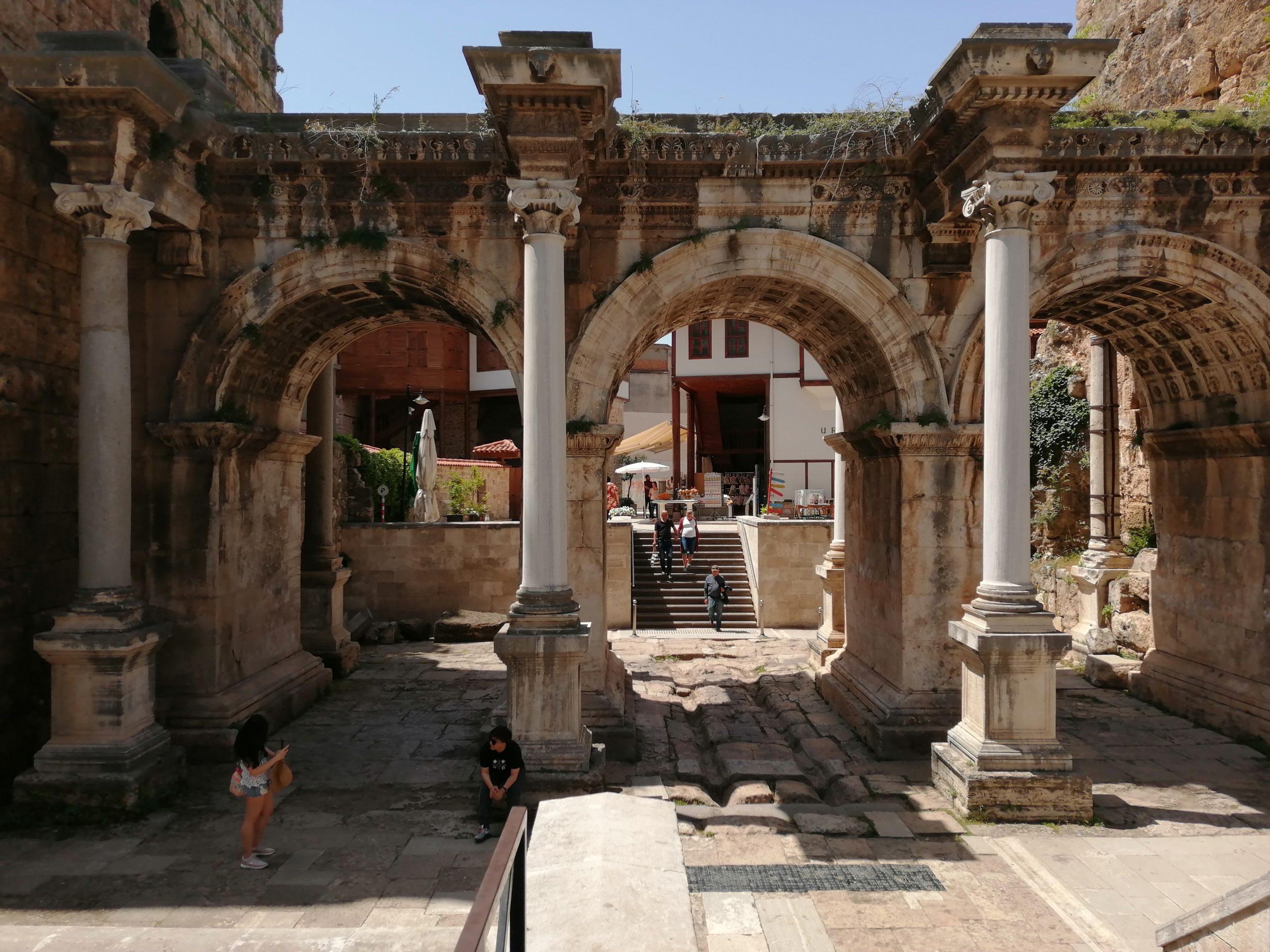 Ворота Адриана в Анталии